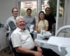 Bürgermeister Scheffold mit dem Team der Zahnarztpraxis