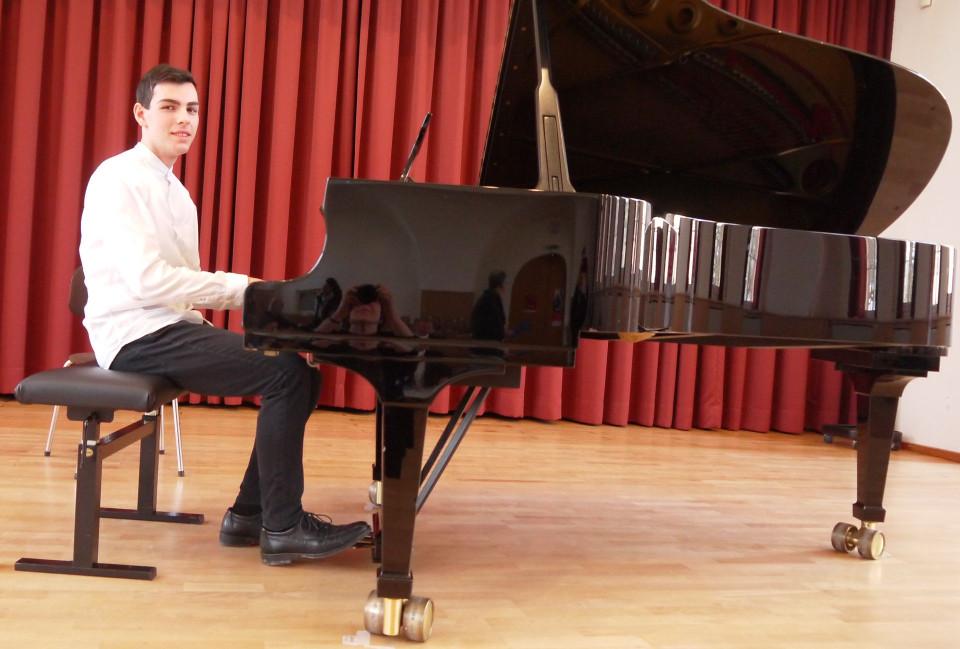 Leon Fehrenbacher beim Vorspiel