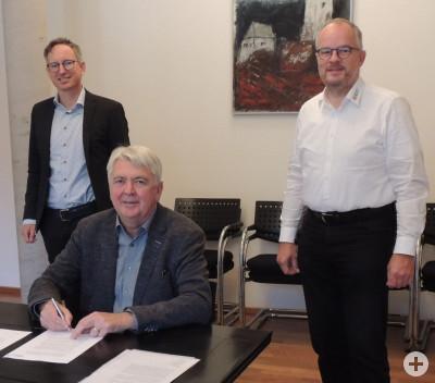 Gemeinsame Unterzeichnung des Gaskonzessionsvertrages