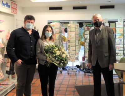 Bürgermeister Scheffold gratuliert Antonia Lamendola-Hofferberg